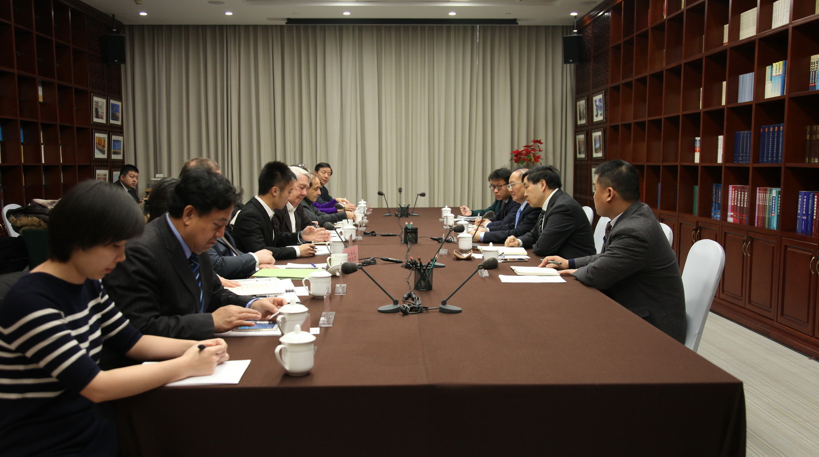 CCIEE Vice Chairman Wei Jianguo Meets with French Think Tank Delegation