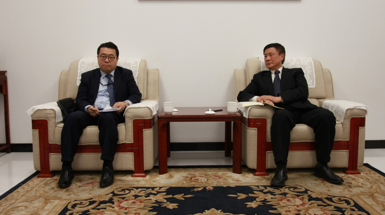 Zhang Yansheng Meets with the Counselor of the Korean Embassy in Beijing