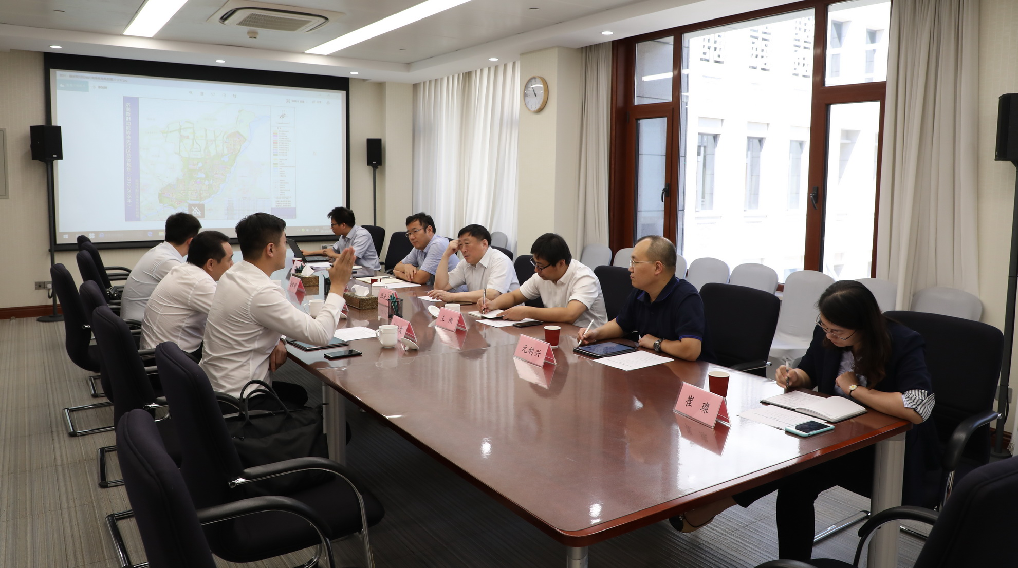 CCIEE Vice Chairman Zhang Dawei Meets with Li Guoxiang, Director of the New-Old Driving Force Conversion Management Committee in Jinan